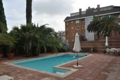 Detached two-story house in Barcelona with private pool, in the uptown area of Alta